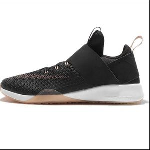 Nike Air Zoom Strong Wmns Rose Gold Running Shoe